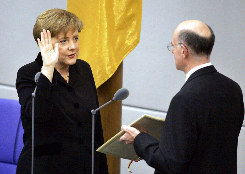 Angela Merkel juramentando