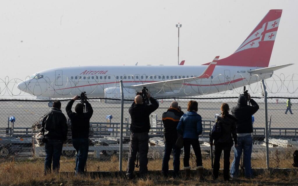 Самолет в аэропорту Тбилиси (архивное фото)