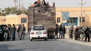 Người dân Kunduz di tản khỏi thành phố. Ảnh ngày 28/09/2015