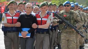 محاکمات بیش از ۲۰۰ تن از مقامات لشکری و کشوری ترکیه به اتهام دست داشتن در کودتادی نافرجام ژوئیه ۲۰۱۶ در دادگاهی در پایتخت این کشور آغاز شد.