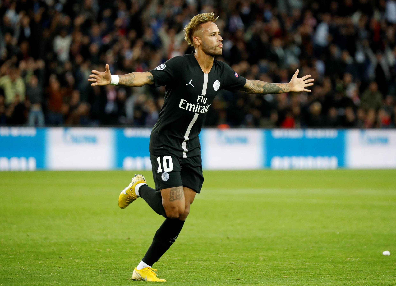 """Neymar foi um """"artista"""" em campo, segundo a imprensa francesa após a vitória do PSG sobre o Estrela Vermelha."""