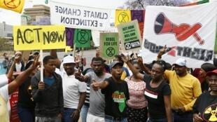 Des manifestants d'Extinction Rebellion étaient massés devant le Département des ressources minières à Pretoria, ce vendredi 11 octobre 2019.