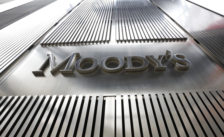 Moody's a maintenu sa perspective négative, se laissant la possibilité d'abaisser encore un peu plus la note du pays dans le futur.