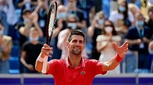 La joie du Serbe Novak Djokovic, vainqueur du Slovaque Alex Molcan, 6-4, 6-3, le 29 mai 2021 au tournoi sur terre battue de Belgrade