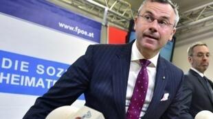 Parmi les démissionnaires, le ministre des Transports Norbert Hofer, nouveau chef désigné du FPÖ.