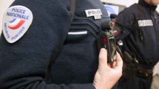 Policiais franceses deverão usar câmeras acopladas para gravar ações nas ruas