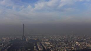 巴黎空气污染拉响警报 政府准备采取限号交通管制措施
