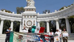 «Aucun migrant est illégal.» Manifestation à Mexico le 2 février 2018 alors que Rex Tillerson, secrétaire d'Etat américain est en visite au Mexique.