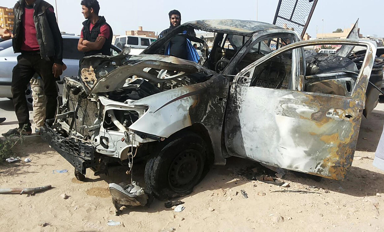 Les restes d'une voiture piégée à la bombe à Tobrouk, le 13 novembre.