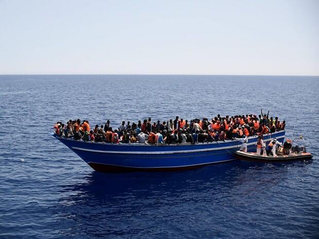 La mission navale Navfor Med est destinée à combattre les passeurs en mer Méditerranée.