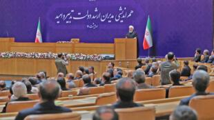 حسن روحانی در نشست هم اندیشی مدیران ارشد دولت تدبیر و امید. شنبه اول اردیبهشت/ ٢١ آوریل ٢٠۱٨  /
