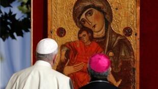 """A comissão contra a pedofilia do papa Francisco advertiu que o combate às agressões contra crianças deve ser """"a prioridade"""" da Igreja Católica"""