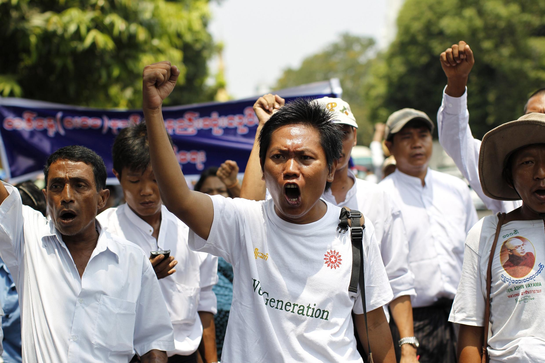 Một cuộc biểu tình của công nhân tại thành phố Rangoon.