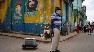 2021-04-01T163716Z_280142232_RC24NM9EDHYW_RTRMADP_3_HEALTH-CORONAVIRUS-CUBA-TOURISM