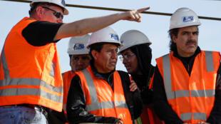 El canciller boliviano Choquehuanca visitando el puerto de Arica este lunes.