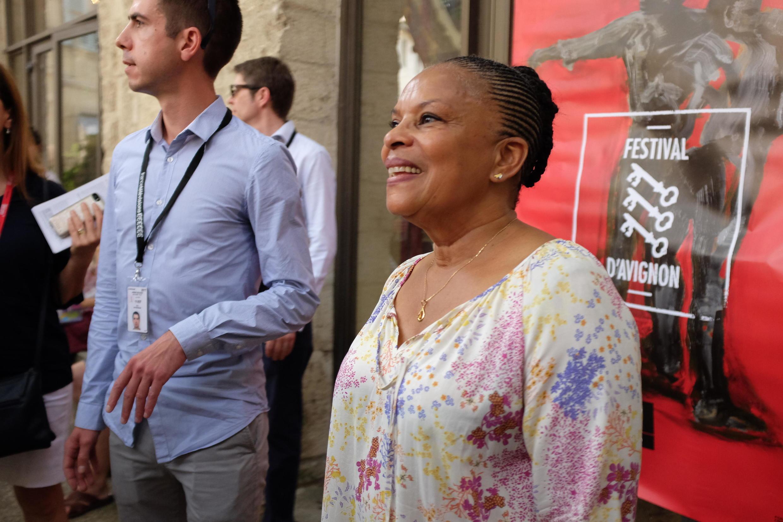 """""""On aura tout"""", evento com textos escolhidos pela ex-ministra da Justiça da França, Christiane Taubira, em cartaz no Festival de Avignon 2017."""