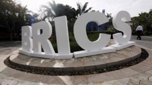 在中国三亚竖立的金砖五国标志。今年四月,在三亚举行了第三次金砖五国峰会。