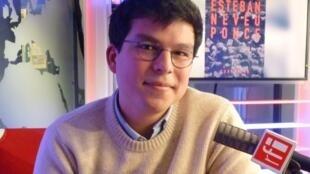 El artista mexicano Esteban Neveu Ponce en RFI