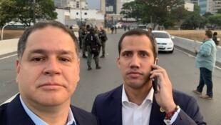El diputado opositor Luis Florido (izq) con Juan Guaidó el 30 de mayo 2019.