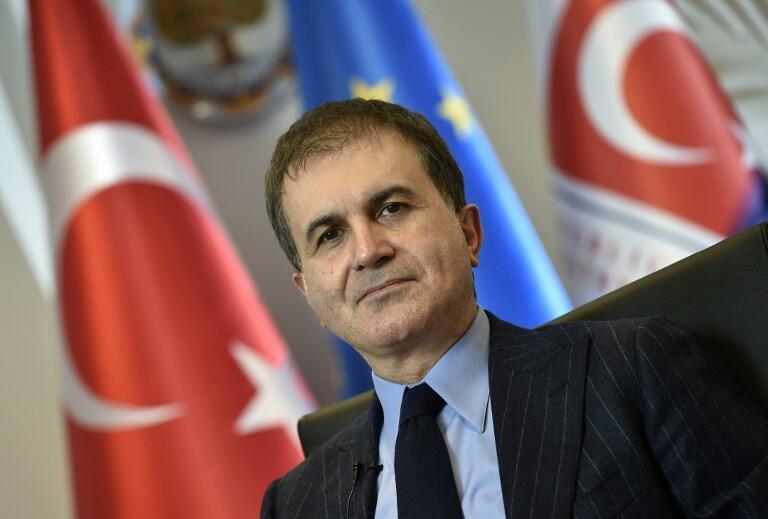 Решение голландского парламента не имеет юридической силы, заявил турецкий министр по европейским вопросам Омер Челик.