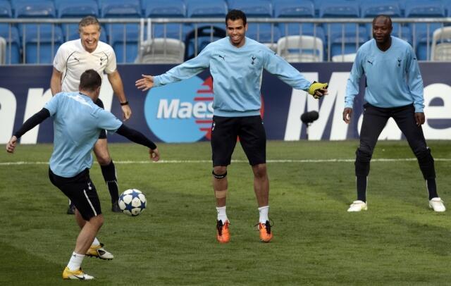 Meia brasileiro Sandro do Tottenham, durante o treino para o jogo de hoje contra o Real no estádio Santiago Bernabeu, em Madri.