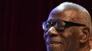 Bernard Dadié a reçu le premier prix Jaime-Torres-Bodet de l'Unesco pour l'ensemble de son œuvre, le 11 février 2016 à Abidjan.