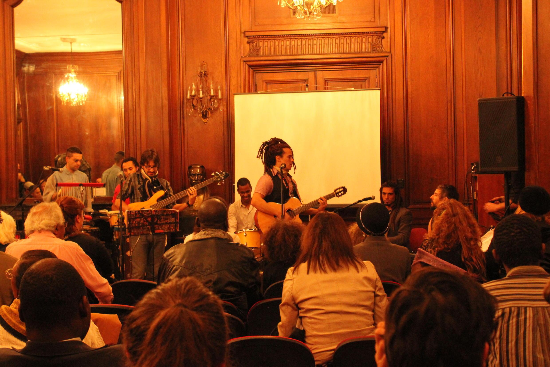 L'Afro-Argentin Emanuel Ntaka et son groupe, le 27 mai 2014 à la municipalité de Buenos Aires.