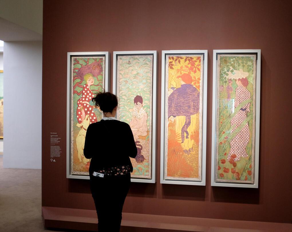"""Выставка «Группа """"Наби"""" и декоративное искусство» в Люксембургском музее открывается серией панно Пьера Боннара «Женщины в саду»."""