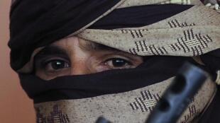Mullah Akhtar Mohammad Mansour, mpiganaji wa zamani wa Taliban wakati wa sherehe kurasimisha za kuingizwa waasi wa zamani katika jeshi la Afghanistan katika mji wa Herat mwaka 2013.