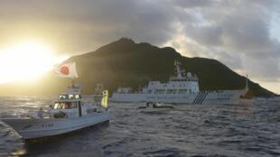 Tàu Nhật Bản chạm trán tàu Hải giám 51 của Trung Quốc gần quần đảo Senkaku/Điếu Ngư - REUTERS /Kyodo