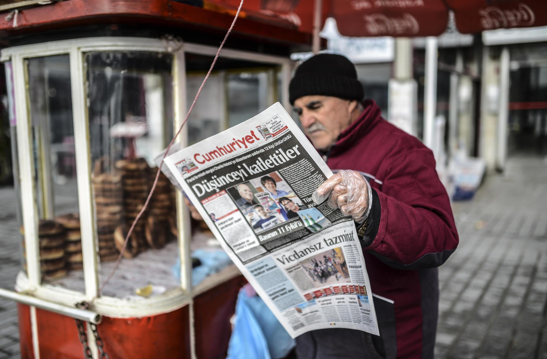 Deux journalistes du quotidien <i>Cumhuriyet, </i>ont été arrêtés le jeudi 26&nbsp;novembre.