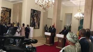 Le président sénégalais Macky Sall et son homologue  burkinabè Roch Marc Christian Kaboré, lors de la conférence de presse commune, à Dakar, le 14 octobre 2017.