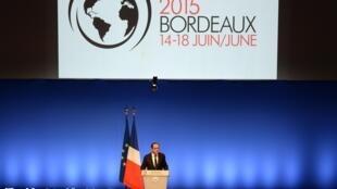 Le salon a été inauguré par le président François Hollande.