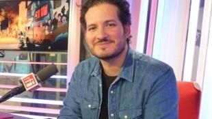 Luis carlos Tovar en los estudios de RFI
