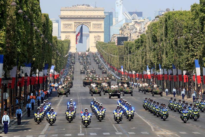 Imagem do desfile militar de 14 de julho de 2018 na avenida Champs Elysées, em Paris.