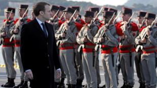 O presidente francês, Emmanuel Macron, na base naval de Toulon, 19 de janeiro de 2018.