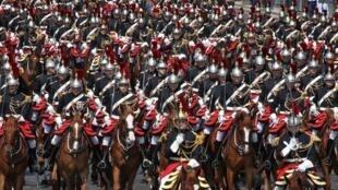 Cavalier de la Garde Républicaine-000_17L46S