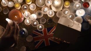 Velas en homenaje a las víctimas del atentado de Londres en Trafalgar Square, este 23 de marzo de 2017.