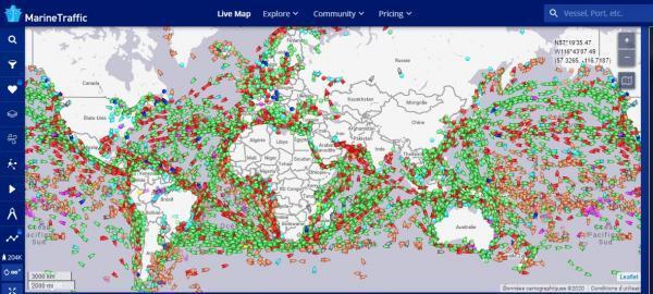 Des routes maritimes densément peuplées : 90% des marchandises mondiales sont transportées par bateaux.