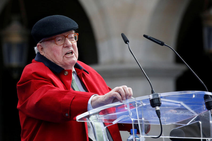 Le fondateur du Front national Jean-Marie Le Pen prononce un discours devant la statue de Jeanne d'Arc dans le cadre des cérémonies du 1er Mai à Paris, France, le 1er mai 2017.