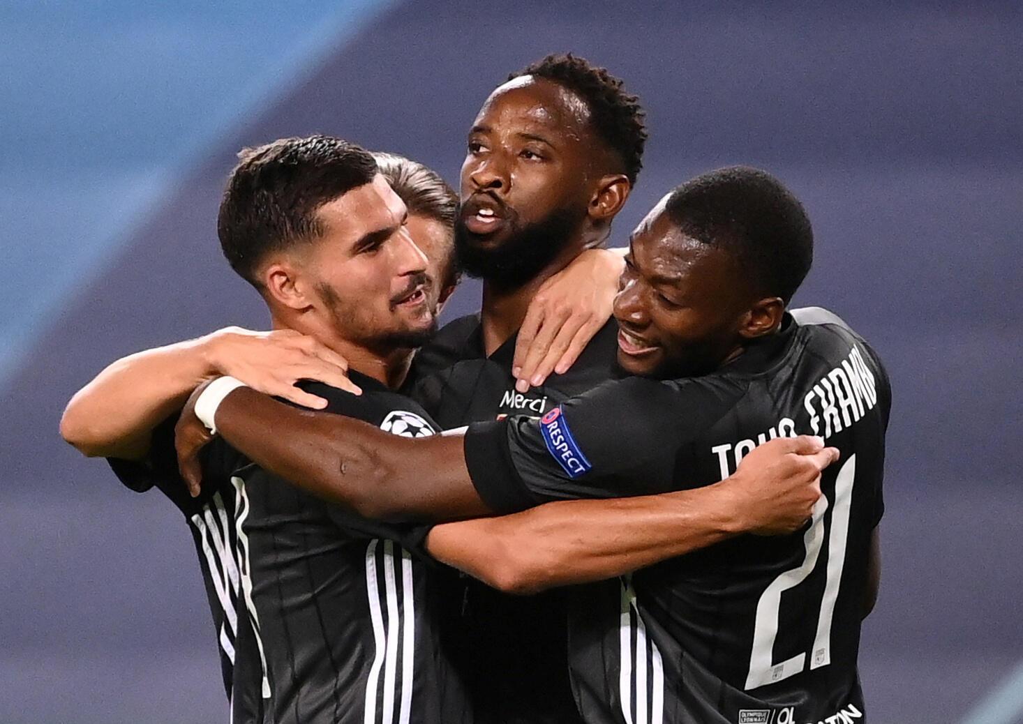 Les Lyonnais réunis autour de Moussa Dembélé, auteur d'un doublé face à Manchester City le 15 août.