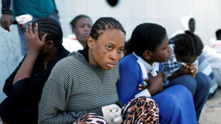 Tripoli: ces femmes candidates au départ vers l'Europe, ont été repêchées par des garde-côte libyens, le 6 novembre 2017 (photo d'illustration).