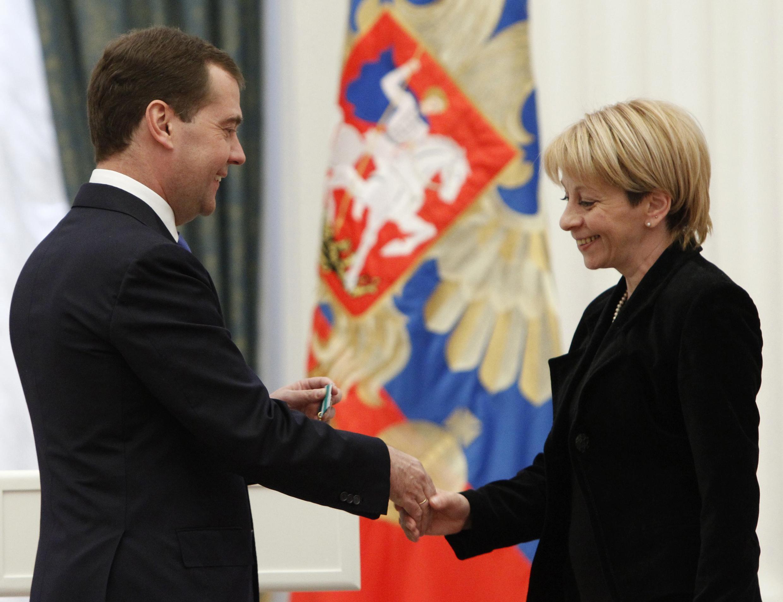 Дмитрий Медведев награждает доктора Лизу орденом Дружбы 03/05/2012