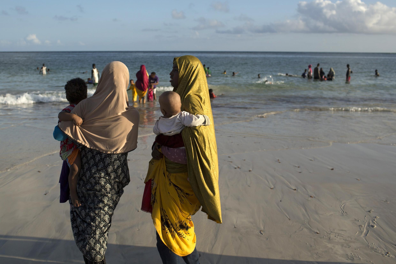 Sur la plage du Lido, à Mogadiscio, le 13 novembre 2013.