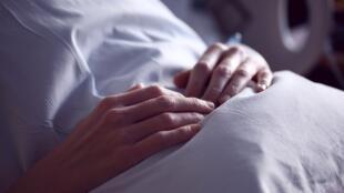 L'OMS estime à 40 millions, le nombre de personnes qui, chaque année, ont besoin de soins palliatifs, mais seules 14 % en bénéficient actuellement.