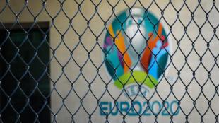 Le logo de l'Euro-2020 logo au siège de l'UEFA à Nyon (Suisse) le 17 mars 2020
