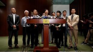 2019年12月11日,香港立法會泛民主派議員舉行記者會。中為泛民主派立法會議員陳淑莊。