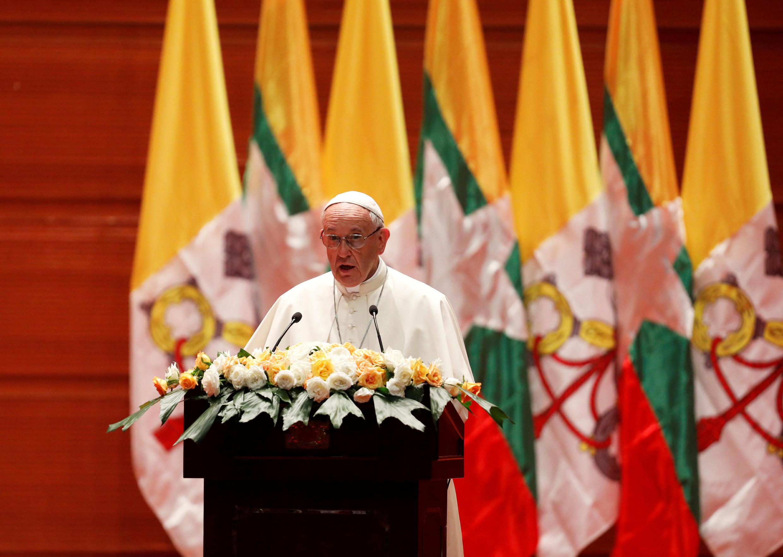 Đức giáo hoàng Phanxico đọc diễn văn tại Naypyitaw, Miến Điện, ngày 28/11/2017.