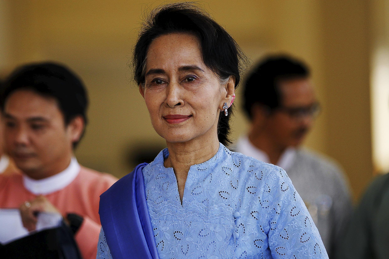 Aung San Suu Kyi tham gia một phiên họp Quốc hội tại Naypyidaw - REUTERS /Soe Zeya Tun