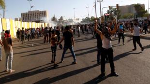 """反政府的伊拉克群众进入政府所在的""""绿区"""",2016年5月20号"""